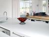 המטבח פתוח אל פינת האוכל והסלון