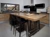אי, משטח עבודה ושולחן אוכל , במרכז המטבח