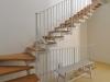 מדרגות לגלריה ולקומה התחתונה